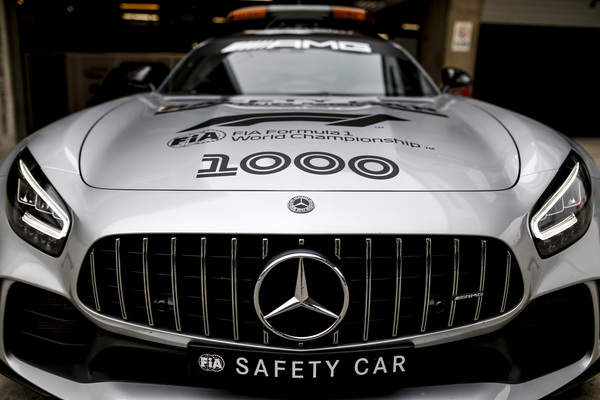Kinas Grand Prix 2019. Mercedes AMG under fredagens træninger. Safety Car med 1000 GP fejring